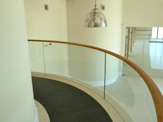 Glass balustrades for use on mezzanine floor Minimalist Klinikler Ion Glass Minimalist