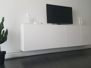 Impianto di riscaldamento a battiscopa idronico P-Board Soggiorno moderno di Casaenergia Srls Moderno