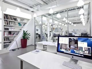 Oficinas de estilo moderno de ООО 'Студио-ТА' Moderno