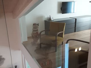 Villa con soppalco StudioA di Annalisa Mapelli Camera da letto moderna