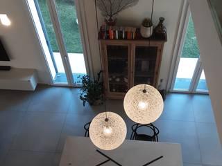 Villa con soppalco StudioA di Annalisa Mapelli Soggiorno moderno