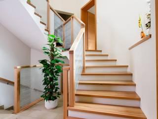 Gewendelte Treppe von Steinkogler - Stiegen,Geländer,Vollholzhäuser Klassisch