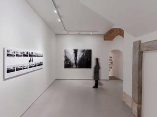FOTOGRAFIA ARQUITECTURA E ARTE Ruang Studi/Kantor Minimalis Marmer Black