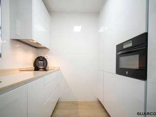 Cocina pequeña 2.30 x 2.30 de Suarco Moderno