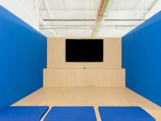 FOTOGRAFIA ARQUITECTURA E ARTE Ruang Studi/Kantor Minimalis Beton Blue