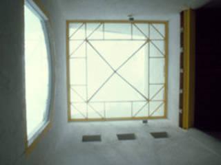Arechiga y Asociados Minimalist corridor, hallway & stairs Glass White