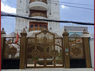Puertas de estilo escandinavo de Cổng nhôm đúc Mỹ nghệ Vũ Chấn Khang Escandinavo