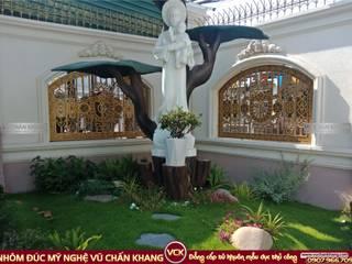 Cổng nhôm đúc Mỹ nghệ Vũ Chấn Khang Paredes y pisos de estilo mediterráneo