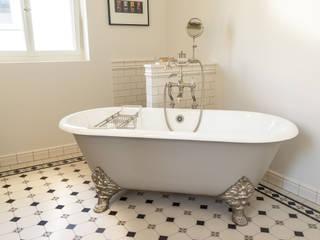 クラシックスタイルの お風呂・バスルーム の Traditional Bathrooms GmbH クラシック