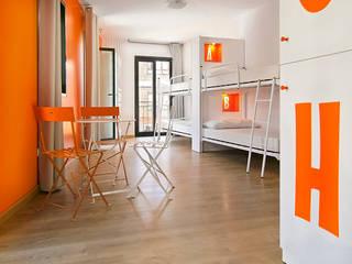 Acondicionamiento Integral de Edificio para Albergue de 90 plazas. Palas de Rey (Lugo) Quorum, Arquitectura de Interiores & Comunicación Hoteles de estilo minimalista Piedra Blanco