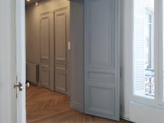 Division d'un grand appartement / Rénovation totale 270m² - Paris 8 Couloir, entrée, escaliers classiques par A comme Archi Classique