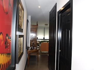 Estudio RYD, S.L. Classic style corridor, hallway and stairs Wood Black