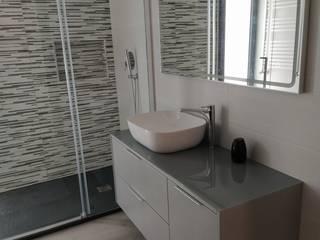 Casa de Banho por Móveis Irmãos Fernandes Dias Moderno