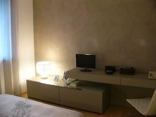 StudioA di Annalisa Mapelli SchlafzimmerKleiderschränke und Kommoden