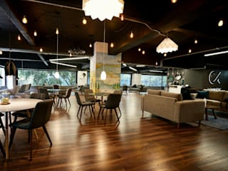 MT-GI STRATEGIC SERVICES Modern offices & stores Wood Black