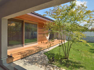 小野建築設計室 Scandinavian style garden Solid Wood Green