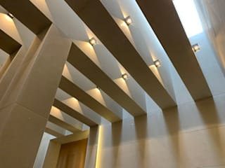 Modern corridor, hallway & stairs by Revah Arqs Modern