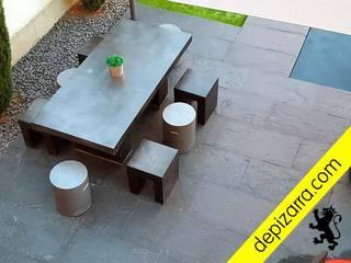 Terraza con suelo de pizarra natural. depizarra.com Balcones y terrazas de estilo moderno Pizarra Negro