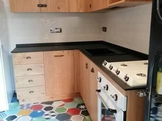 Il profumo del vero legno con mobili artigianali su misura di vera qualità: Cucine, tavoli , armadiature e molto altro ancora... FALEGNAMERIA CONCA di Falegnameria Conca Moderno