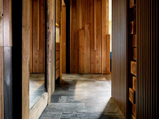 家的溫度與手感 大湖森林室內設計 熱帶式走廊,走廊和樓梯 實木 Orange