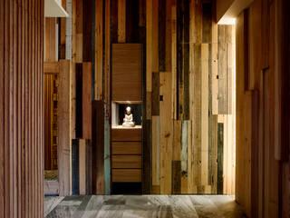 家的溫度與手感 大湖森林室內設計 亞洲風玄關、階梯與走廊 水泥 Brown