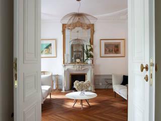 APPARTEMENT HAUSSMANIEN Salon original par MISS IN SITU Clémence JEANJAN Éclectique