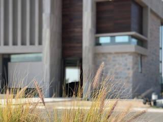 Arqcubo Arquitectos Rumah tinggal Batu Wood effect