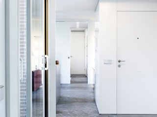 IMAGINEAN Коридор, прихожая и лестница в модерн стиле Серый