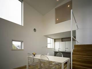株式会社 片岡英和建築研究室 Comedores de estilo moderno Madera Blanco