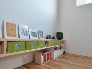 株式会社 片岡英和建築研究室 Estudios y despachos de estilo moderno Madera Blanco