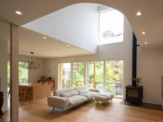 千種の家 藤吉建築設計事務所 モダンデザインの リビング 無垢材 ベージュ