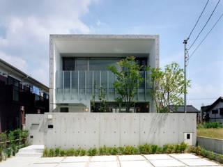 中庭のあるコンクリートの家 藤吉建築設計事務所 一戸建て住宅 コンクリート 灰色