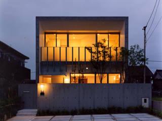 中庭のあるコンクリートの家 藤吉建築設計事務所 モダンな 家 コンクリート 灰色