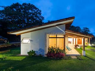 Casas de estilo ecléctico de J-M arquitectura Ecléctico