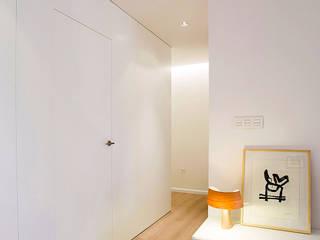 Pasillos, vestíbulos y escaleras de estilo moderno de MANUEL GARCÍA ASOCIADOS Moderno