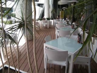 PLAZA CITADELLA SLP. ULTRAWOOD Centros comerciales de estilo moderno