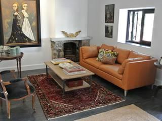Sofá de piel como elemento destcable del salón. Estudio RYD, S.L. SalonesSofás y sillones Piel Naranja