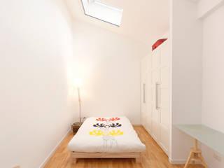 ROBERTA DANISI architetto Dormitorios pequeños Madera Blanco