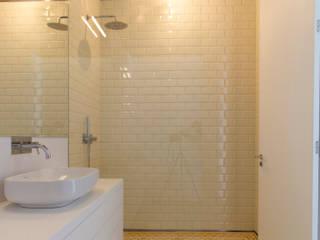 brf architecture Baños de estilo minimalista Cerámico Amarillo