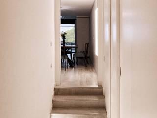 Ristrutturazione appartamento 140 mq – Roma Ingresso, Corridoio & Scale in stile moderno di Francesca Rubbi Architecture Moderno