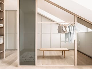 Modern dressing room by INpuls interior design & architecture Modern