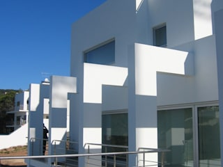Moradia Unifamiliar por AlexandraMadeira.Ac - Arquitectura e Interiores Minimalista