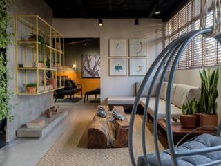 Moderne woonkamers van CAMILA FERREIRA ARQUITETURA E INTERIORES Modern