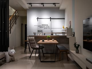 Mocha 逸硯空間設計有限公司 现代客厅設計點子、靈感 & 圖片 塑木複合材料 Blue