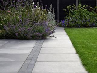 Vườn phong cách hiện đại bởi Dutch Quality Gardens, Mocking Hoveniers Hiện đại