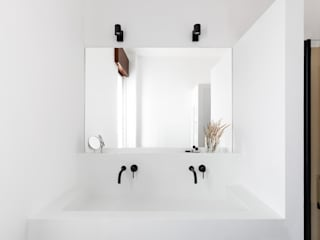 Cerra+Corbani Minimalist bathroom