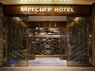 Hotel in stile eclettico di 株式会社DESIGN STUDIO CROW Eclettico
