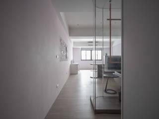 有隅空間規劃所 Couloir, entrée, escaliers minimalistes Bois Rose