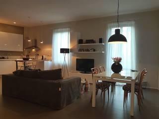 Pigneto: quasi un loft Clointeriors- Claudio Corsetti Soggiorno minimalista