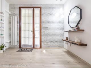 Debra Sacchetti Pasillos, vestíbulos y escaleras modernos
